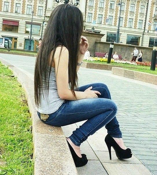Фото девушки с парнем без лица на аву в контакте брюнеток