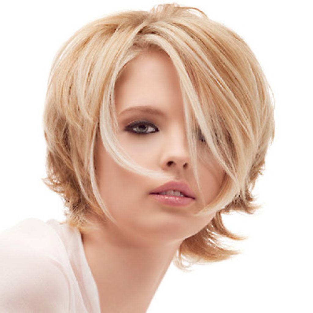 Potongan Rambut Wanita Bergaya Dengan Rambut Sedang Potongan