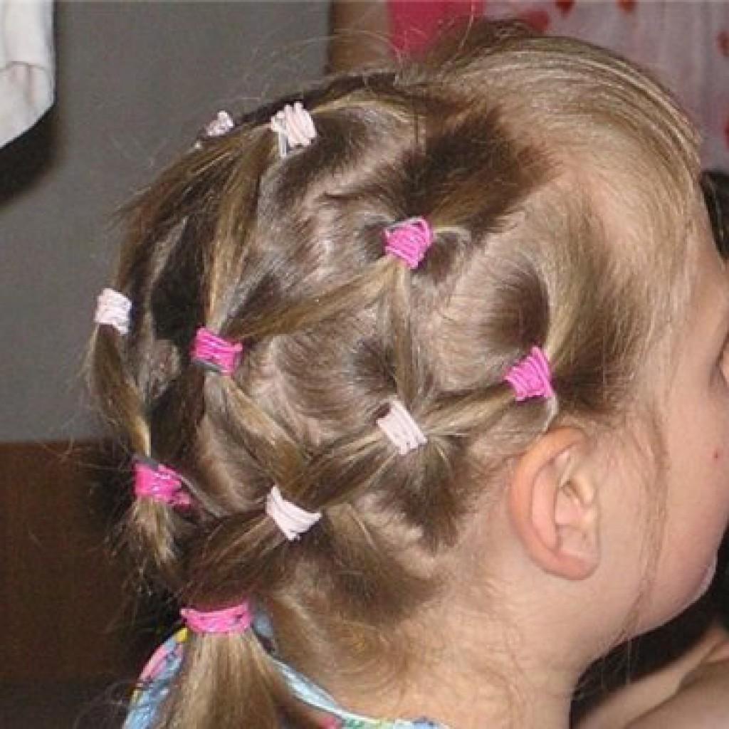 Детские прически для девочек на каждый день в садик фото на средние волосы
